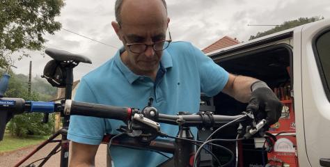 Société : un passionné de cyclisme devient réparateur de vélos à domicile